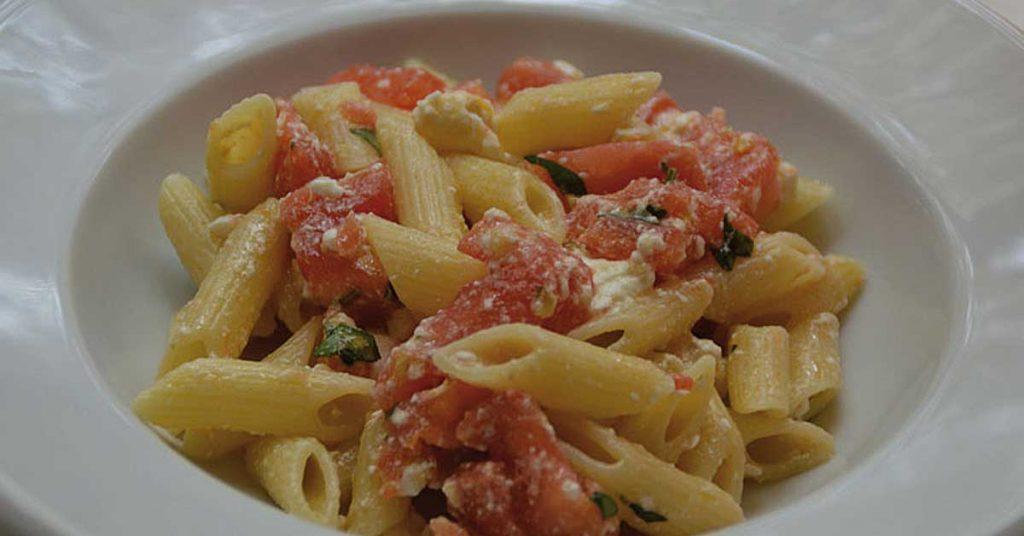 Penne alla crudaiola quando la semplicit incontra il gusto for Primi piatti tipici romani