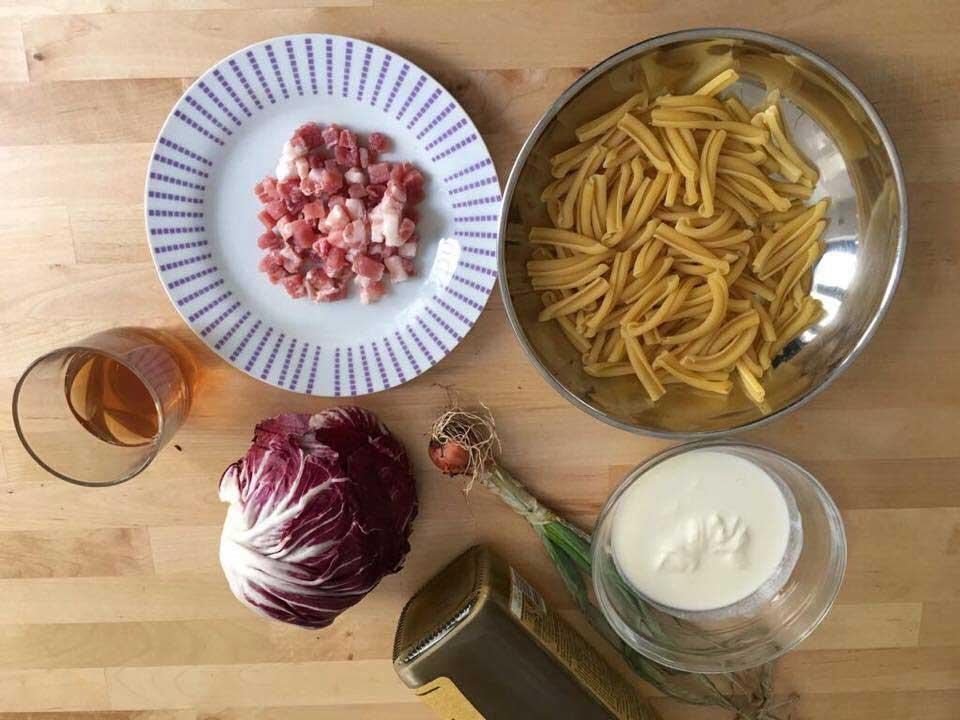pancetta, caserecce, radicchio, panna e olio evo