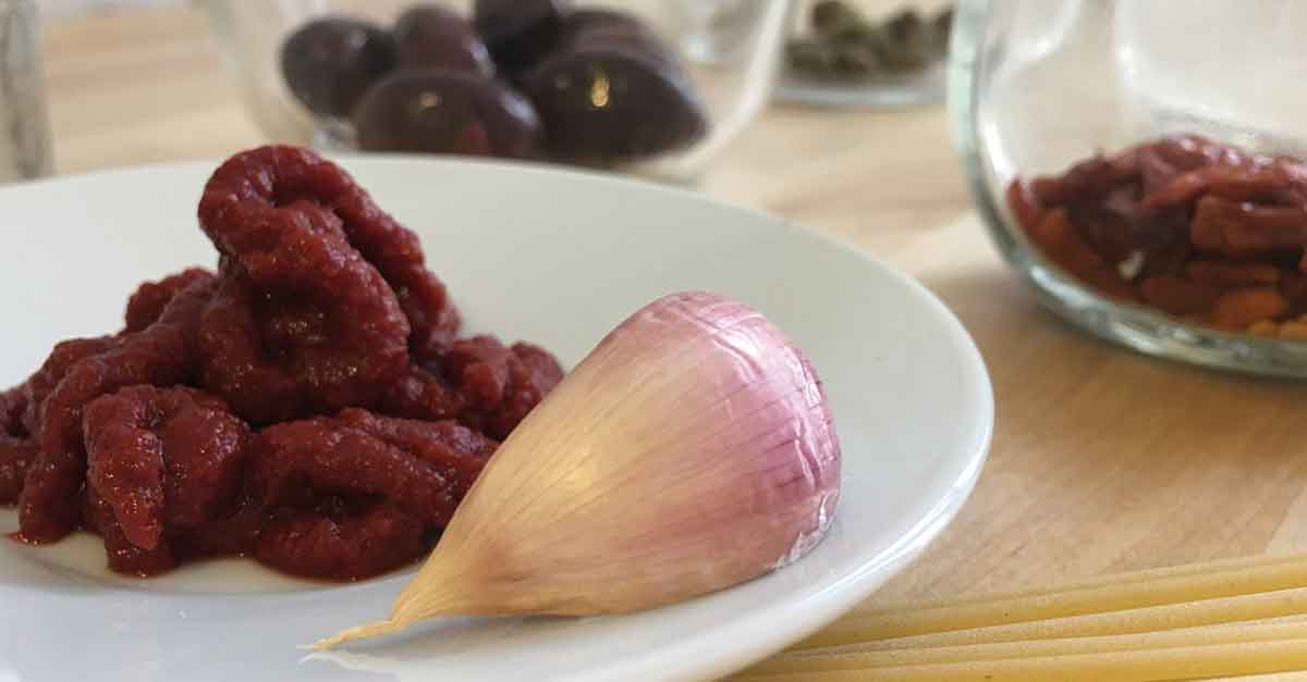 estratto di pomodoro e aglio rosso di nubia