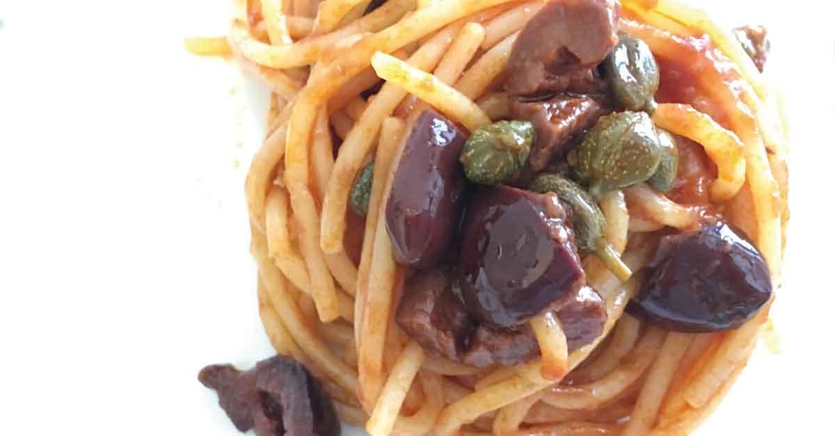 spaghetti capperi e olive