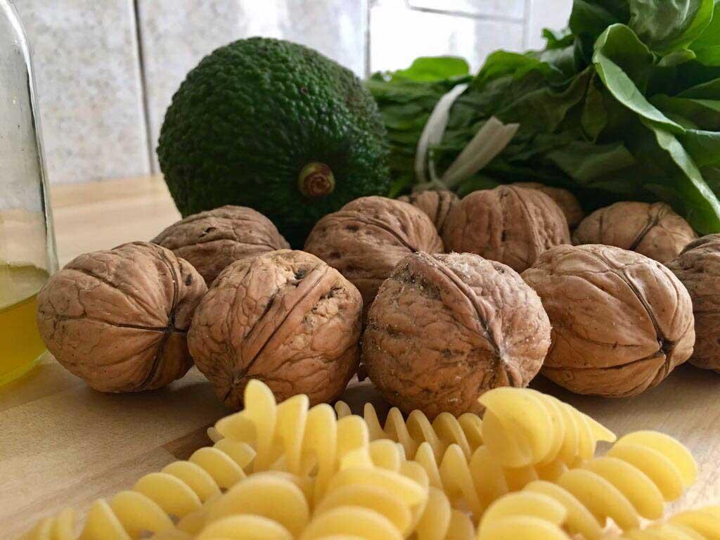 ingredienti pesto di avocado e rucola