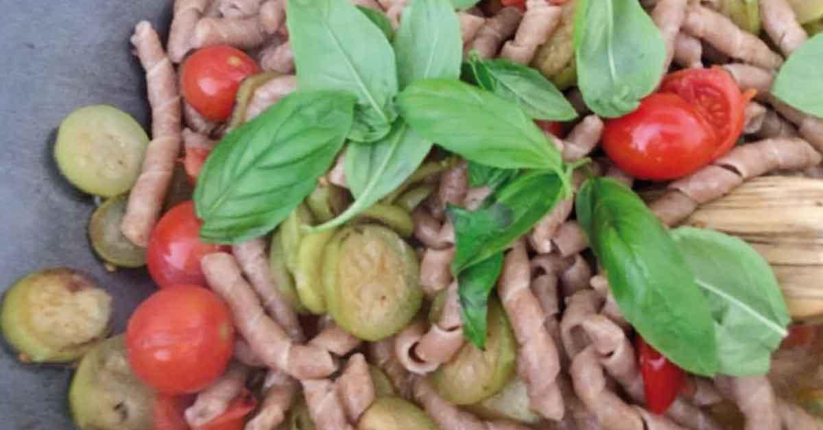 pasta con pomodorini ciliegini igp e zucchina lunga