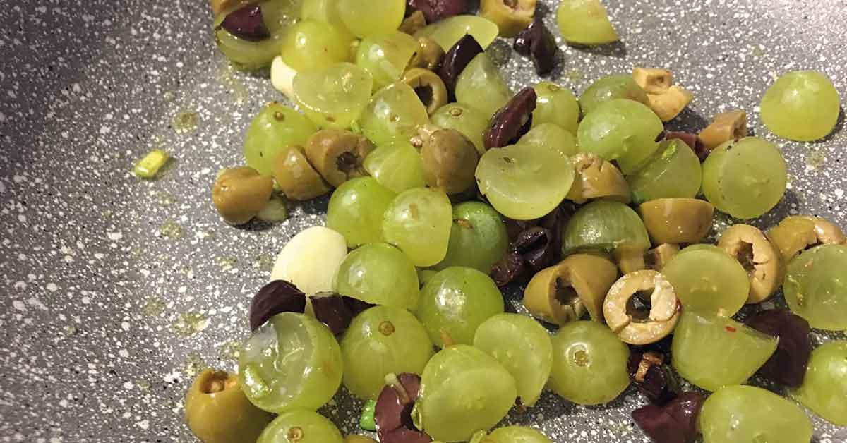 preparazione uva e olive
