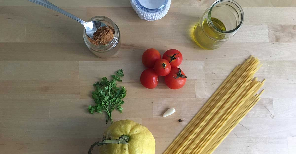 ingredienti spaghetti bottarga e pomodorini