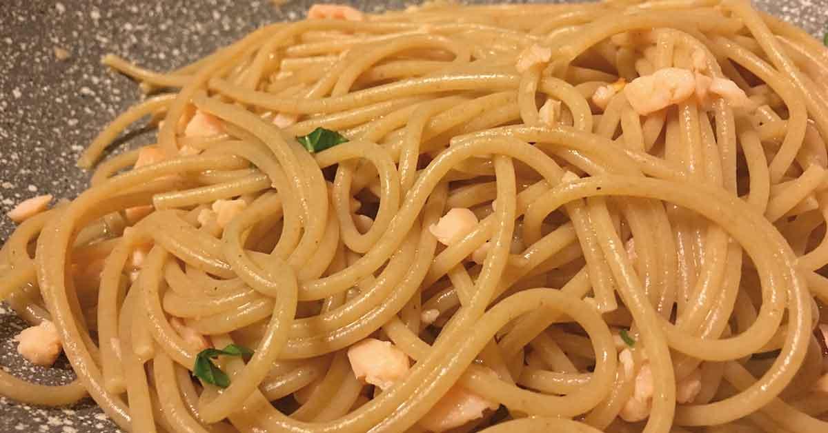 pasta al salmone con peperoncino e basilico fresco