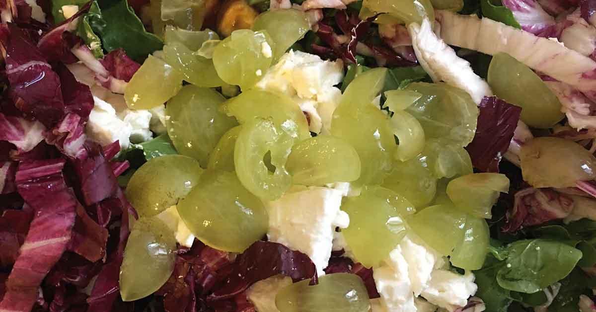 preparazione-insalata-di-quinoa-e-feta