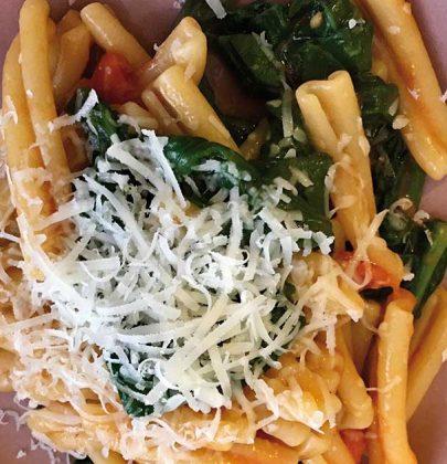 Caserecce con spinaci e pomodorini: una ricetta semplice e sfiziosa