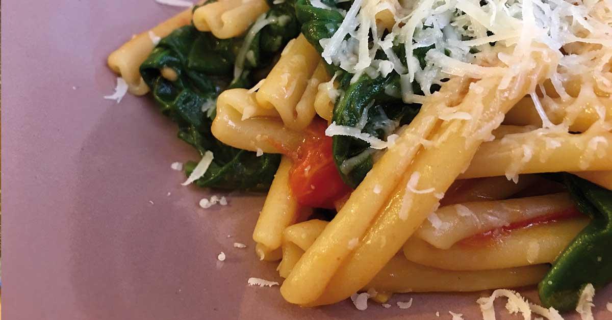 pasta con spinaci e pomodoro