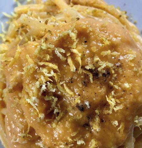 Spaghetti con zucca, gorgonzola e zenzero: la ricetta di Halloween