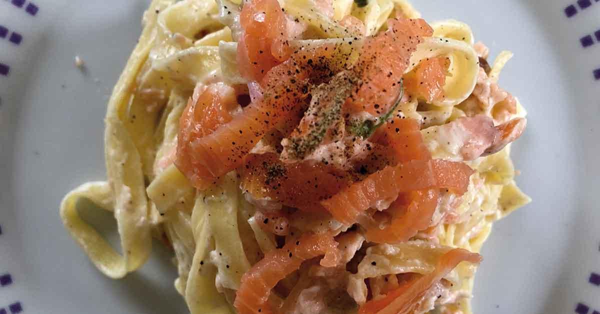 preparazione pasta panna e salmone