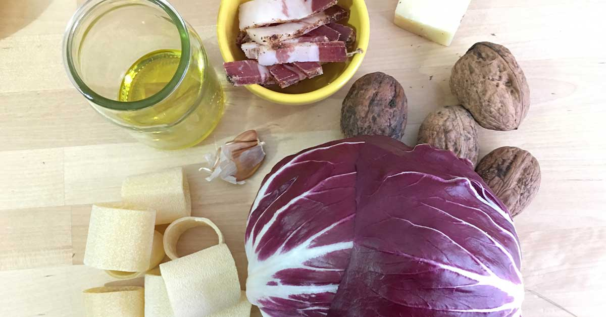 ingredienti pesto di radicchio e noci