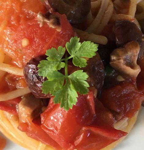 Spaghetti alla puttanesca: la ricetta (quasi) originale