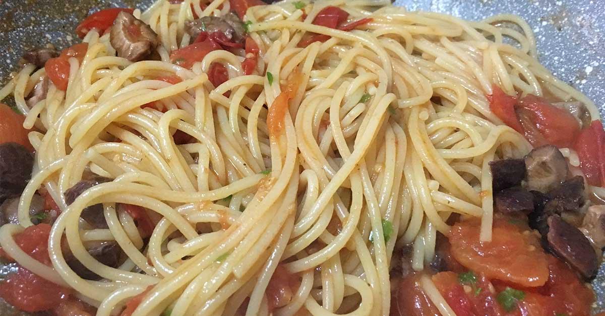 spaghetti alla puttanesca in padella