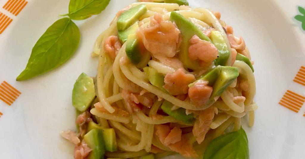 Spaghetti con salmone e avocado una ricetta sorprendente for Primi piatti romani