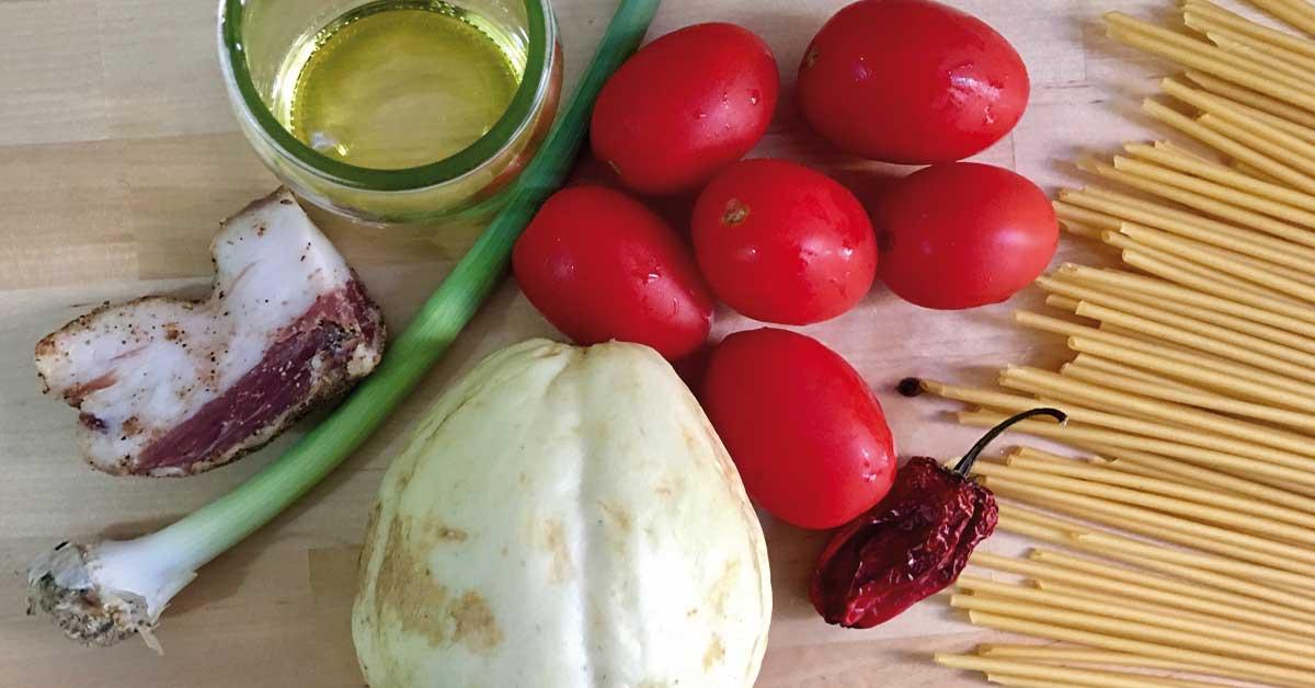bucatini con zucchina spinosa e guanciale croccante