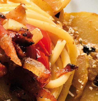 Bucatini con zucchina spinosa, guanciale e pomodorini