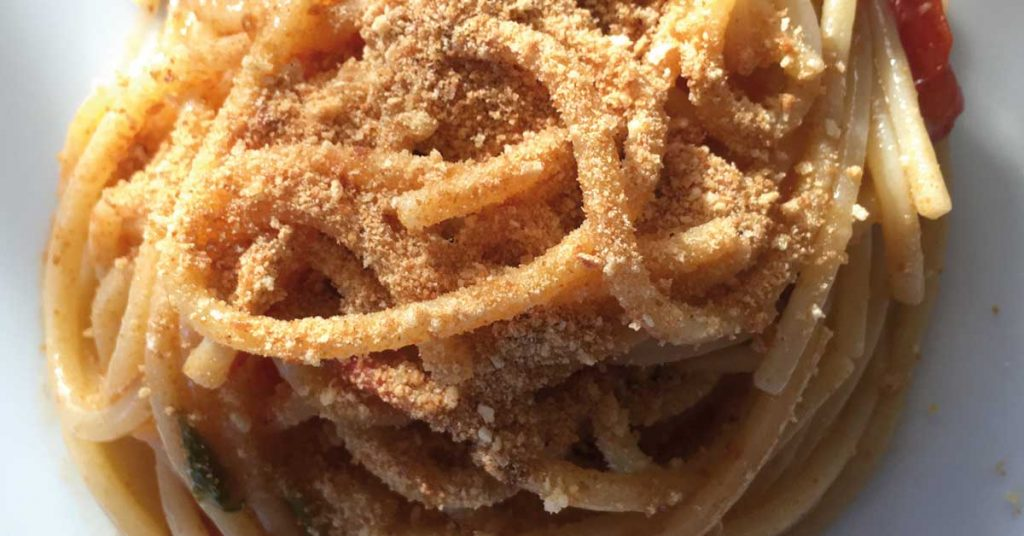 pangrattato-su-spaghetti-aglio-e-olio