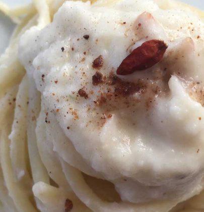 Linguine con crema di cavolfiore e cocco: un primo piatto veloce e gustoso