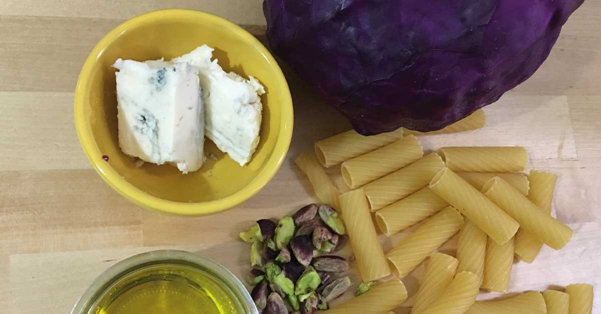 ingredienti-pasta-con-cavolo-viola-e gorgonzola