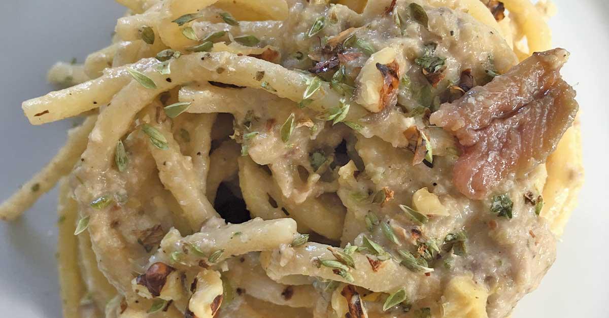 linguine-cremose-in-salsa-di-porro-acciughe-e-noci