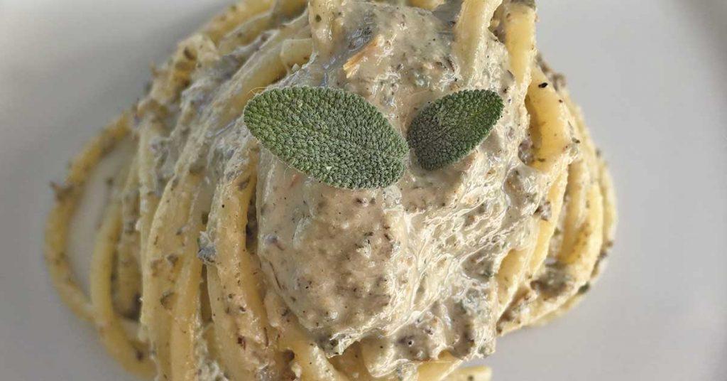pasta-con-taleggio-salvia-e-semi-di-zucca