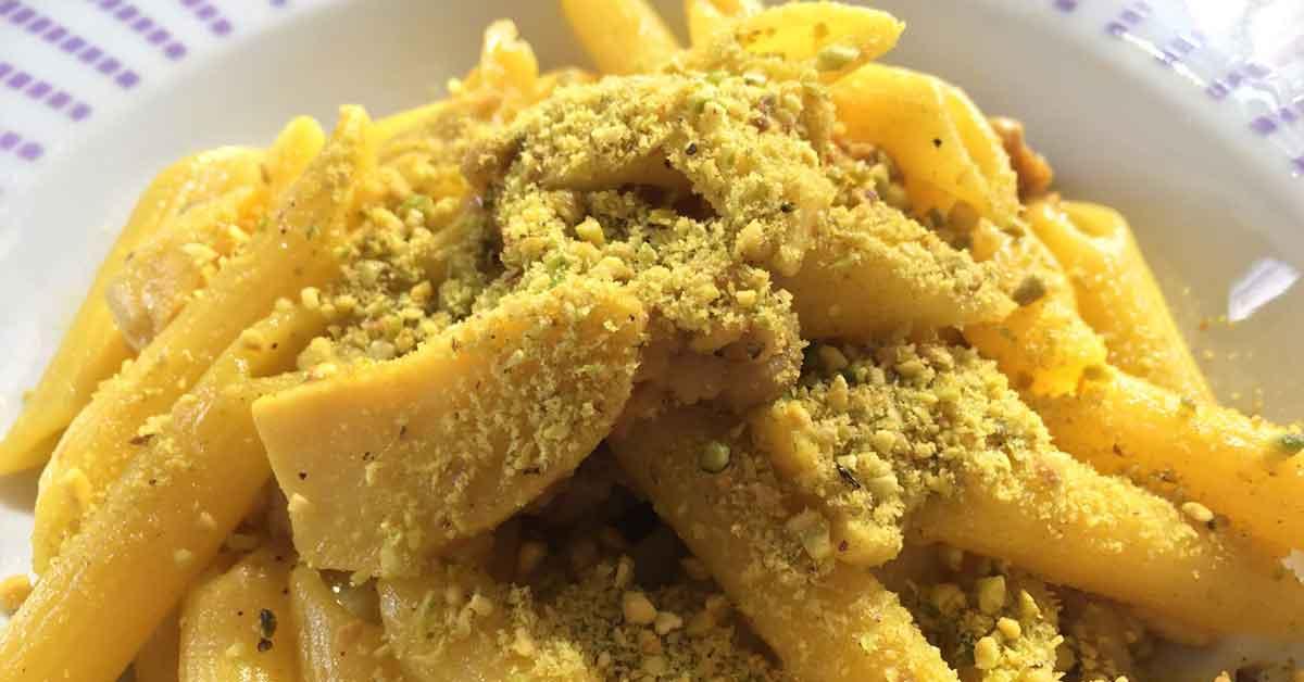 penne rigate funghi salsiccia pistacchio