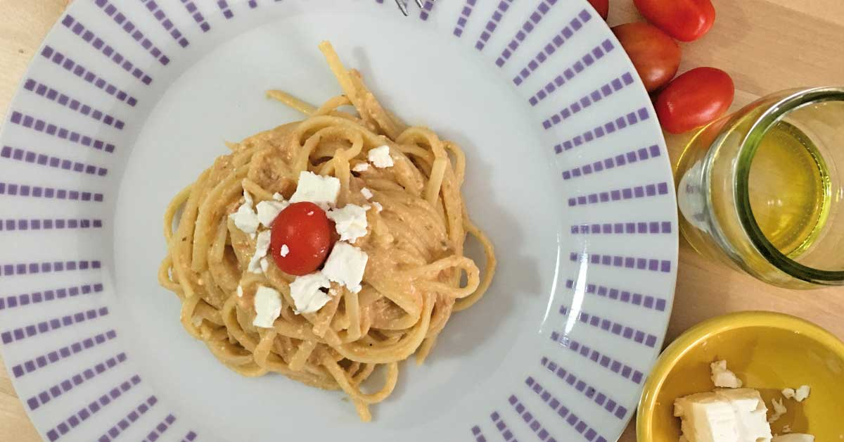 preparazione-pasta-con-feta-e-pomodorino