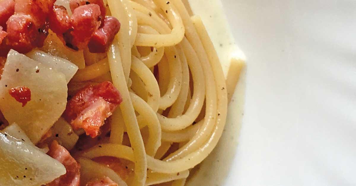 spaghetti-con-pecorino-pere-e-guanciale-croccante